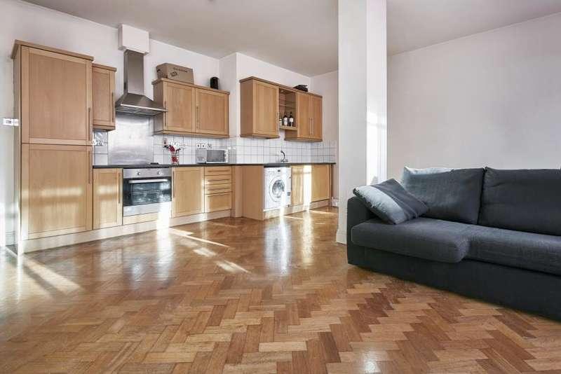 2 Bedrooms Flat for rent in Bunhill Row, EC1Y