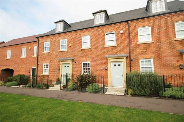 3 Bedrooms Terraced House for sale in Greenkeepers Road, Great Denham, Bedford