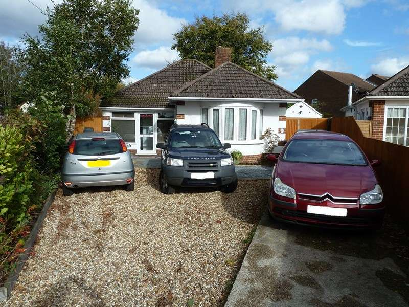 2 Bedrooms Detached Bungalow for sale in Brook Close, Kinson, Bournemouth