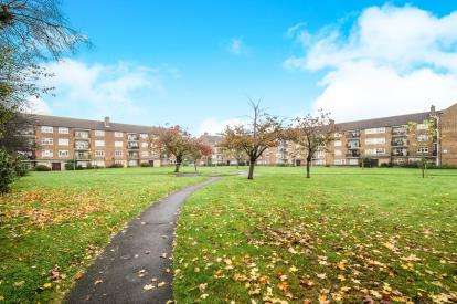 3 Bedrooms Flat for sale in Broomhill Road, Woodford Green