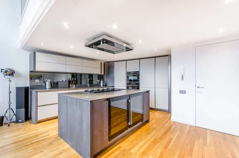 2 Bedrooms Flat for sale in Summers Street, Clerkenwell, EC1R