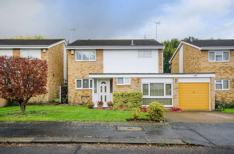 4 Bedrooms Detached House for sale in Albury Drive, Pinner, HA5