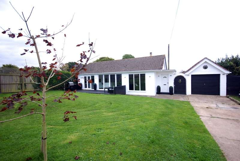 3 Bedrooms Bungalow for sale in Wyatts Lane, Cowes, Isle of Wight, PO31