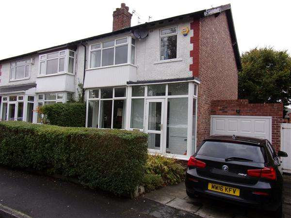 3 Bedrooms Semi Detached House for sale in Hawthorn Road, Cheadle