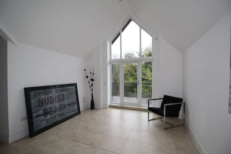 3 Bedrooms Flat for rent in Ibbotsons Lane, Liverpool, L17
