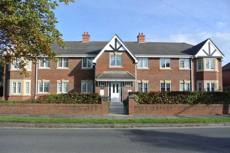 2 Bedrooms Flat for sale in Albany House, Albany Road, Lytham St Annes, FY8 4AS