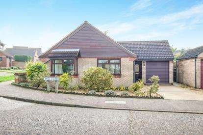 2 Bedrooms Bungalow for sale in Beccles, .