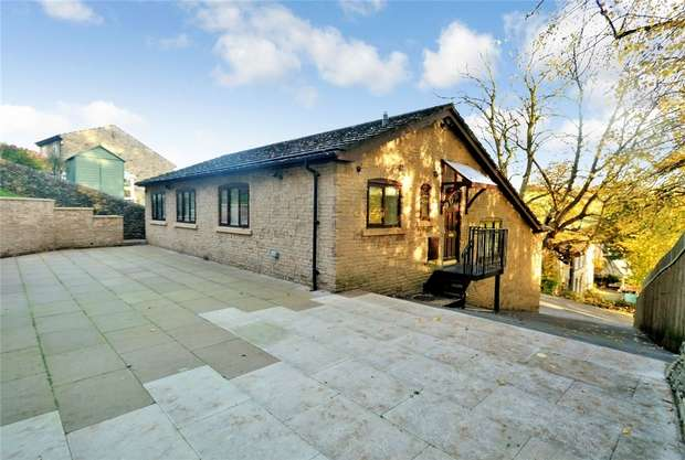 4 Bedrooms Detached House for sale in Oak Bank Drive, Bollington, Cheshire