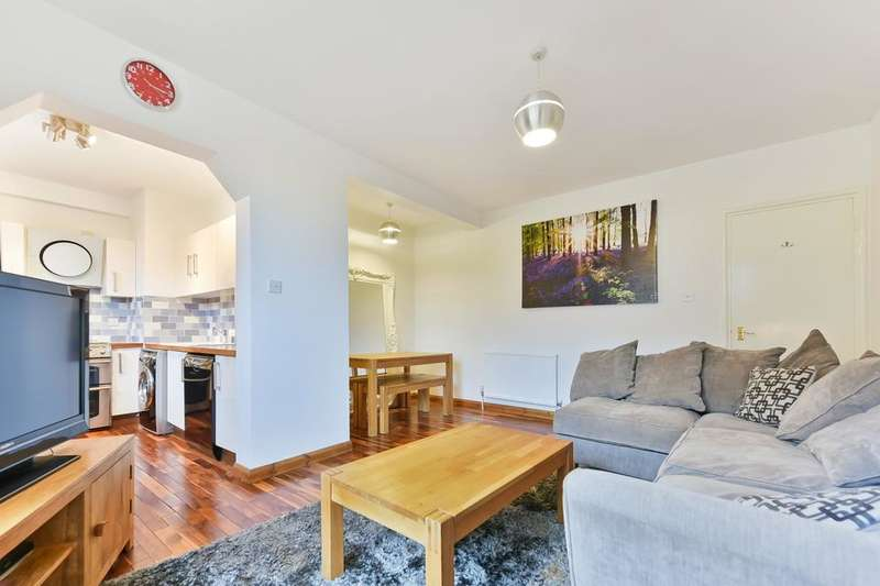 2 Bedrooms Flat for sale in China Court, Asher Way, London E1W
