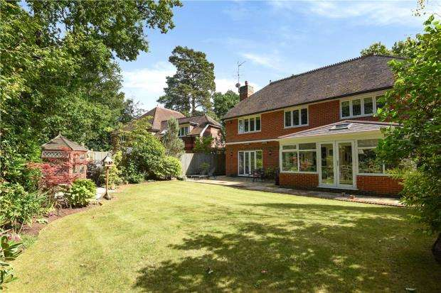 5 Bedrooms Detached House for sale in The Devils Highway, Crowthorne, Berkshire