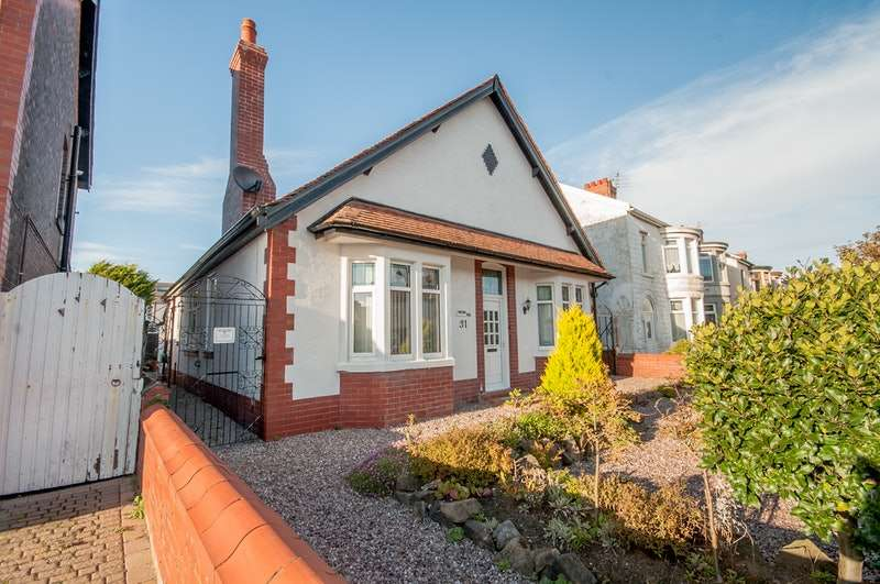 5 Bedrooms Bungalow for sale in Bournemouth Road, Blackpool, Lancashire, FY4