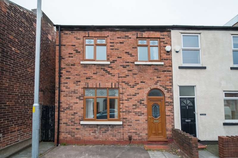 3 Bedrooms Semi Detached House for sale in Froghall Lane, Warrington, Cheshire, WA2