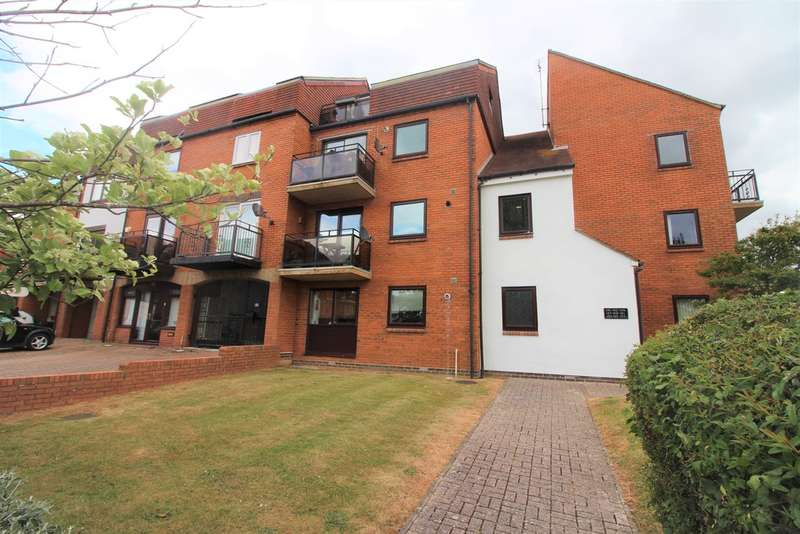 4 Bedrooms Maisonette Flat for sale in Ferry Road, Southsea