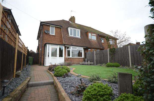 3 Bedrooms Semi Detached House for sale in Lower Farnham Road, Aldershot, Hampshire
