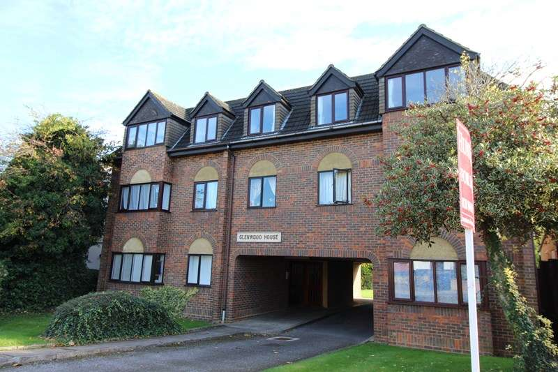2 Bedrooms Flat for sale in Leicester Road, New Barnet