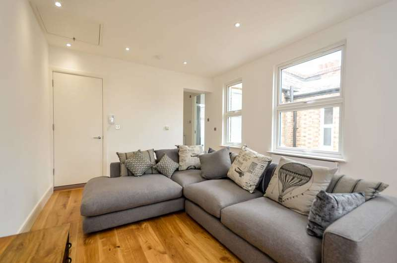 3 Bedrooms Maisonette Flat for sale in Greenleaf Road, Walthamstow, E17