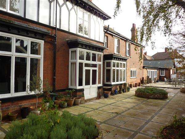 5 Bedrooms Semi Detached House for sale in PARK DRIVE, GRIMSBY