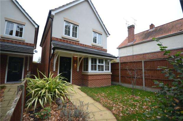 3 Bedrooms Detached House for sale in Woodlands Road, Farnborough, Hampshire