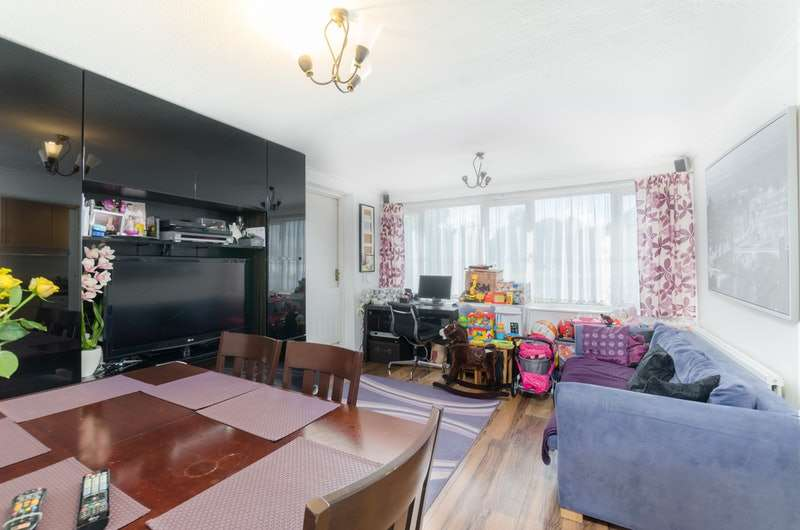 1 Bedroom Flat for sale in Saxonbury Close, Mitcham, London, CR4