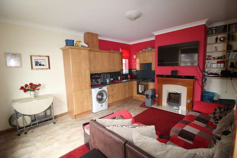 2 Bedrooms Terraced House for sale in Westfield Street, Ossett, WF5