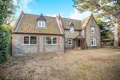 4 Bedrooms Detached House for sale in East Runton, Cromer, Norfolk
