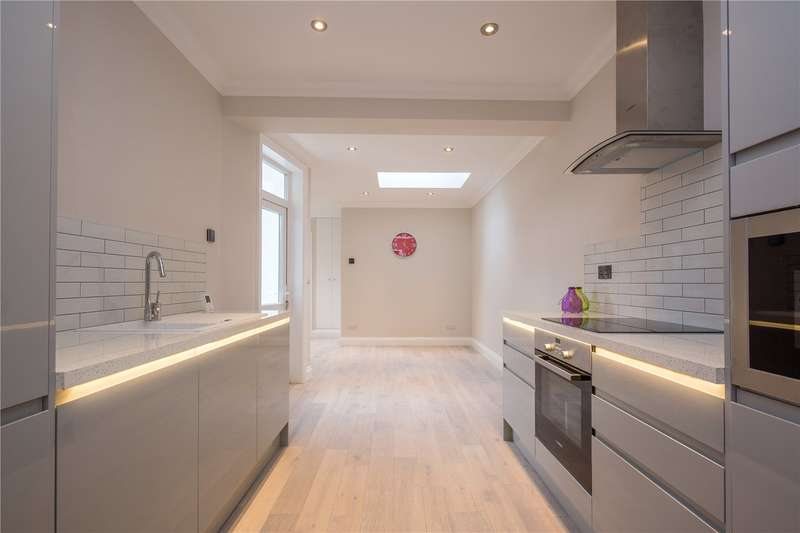 2 Bedrooms Maisonette Flat for sale in Squires Lane, Finchley, London, N3
