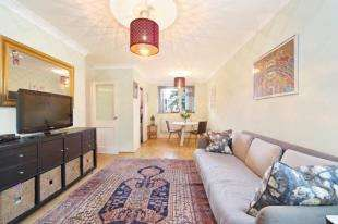 2 Bedrooms Flat for sale in Henty Close, London