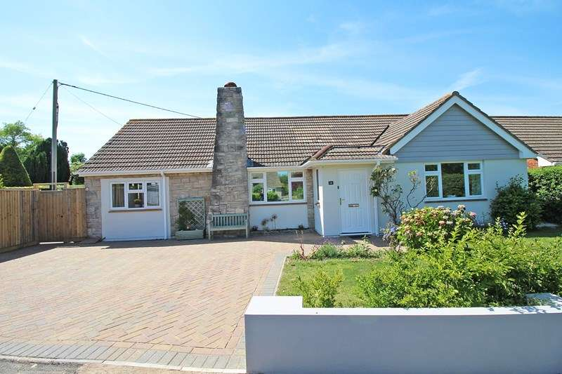 3 Bedrooms Detached Bungalow for sale in Knowland Drive, Milford On Sea, Lymington