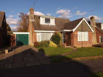 3 Bedrooms Bungalow for sale in Botley, Southampton, Hampshire