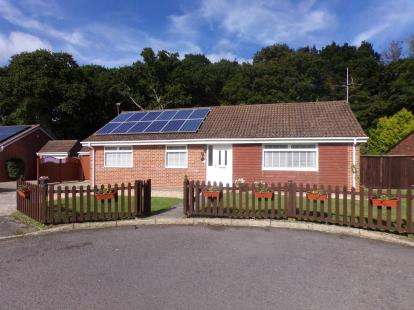 3 Bedrooms Bungalow for sale in Bransgore, Hampshire