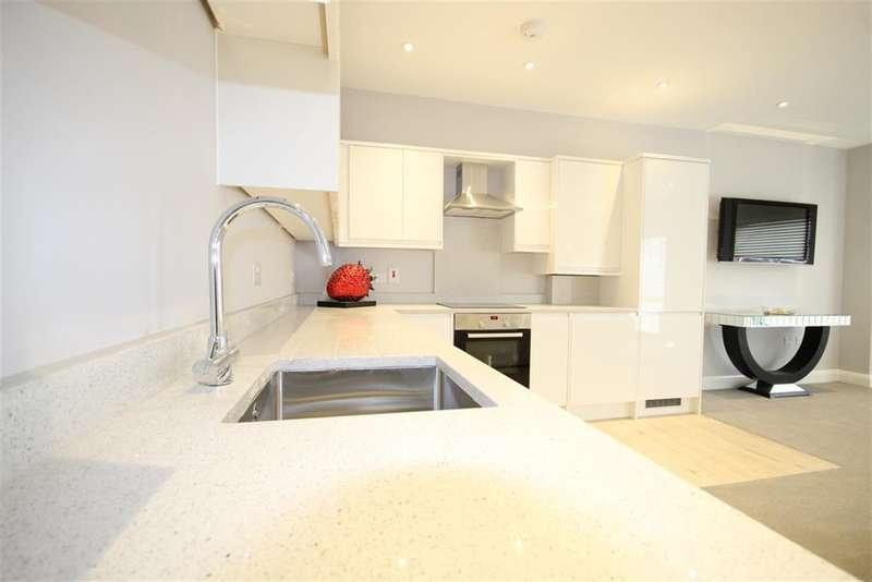 2 Bedrooms Flat for sale in Flat 3 Kings Court Apartments, East Grinstead, RH19
