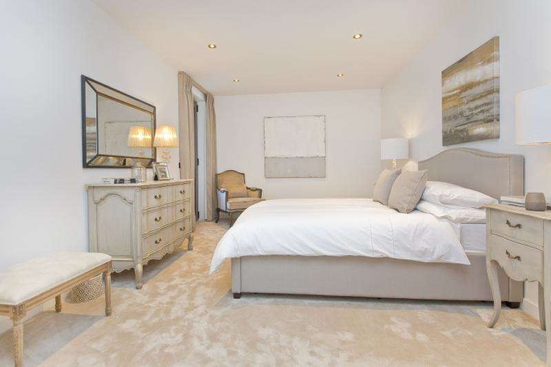 2 Bedrooms Flat for sale in Iverson Road, West Hampstead