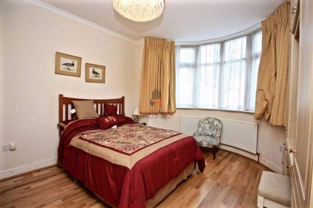 6 Bedrooms Semi Detached House for sale in Berkeley Road, LONDON, London, NW9