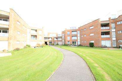 2 Bedrooms Flat for sale in Milford On Sea, Lymington, Hants
