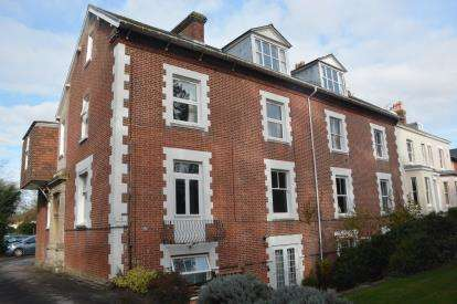 2 Bedrooms Flat for sale in Salisbury, Wiltshire, United Kingdom