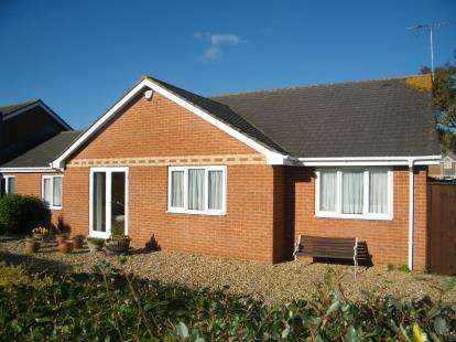 3 Bedrooms Bungalow for sale in Hamworthy, Poole, Dorset