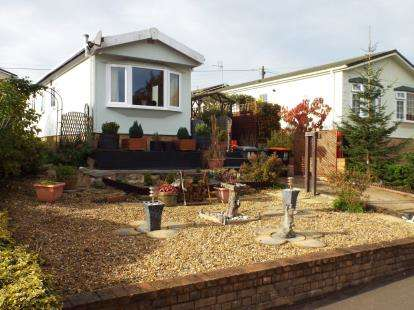 1 Bedroom Mobile Home for sale in Whipsnade Park Homes, Whipsnade, Dunstable, Bedfordshire