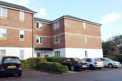 2 Bedrooms Flat for sale in Leigh Hunt Drive, Southgate, London