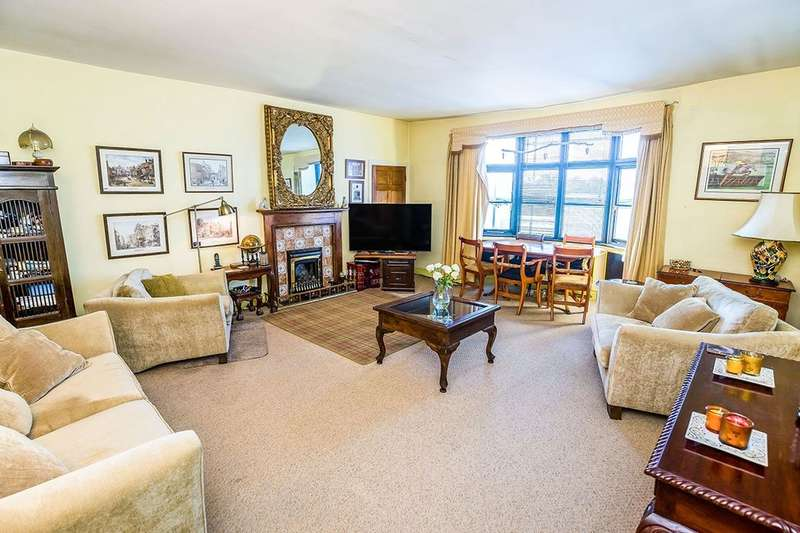 2 Bedrooms Flat for sale in Grey Friars, Chester, CH1