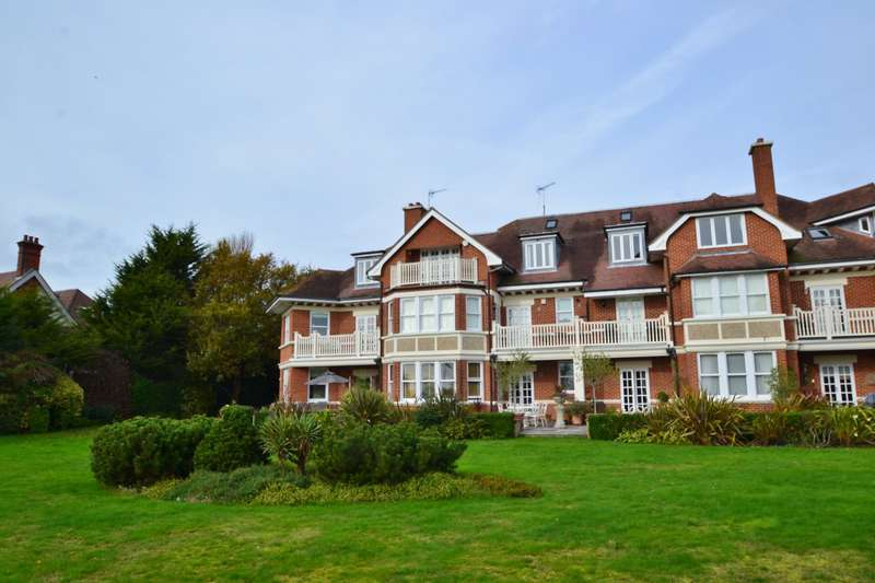 3 Bedrooms Flat for sale in Westcliff