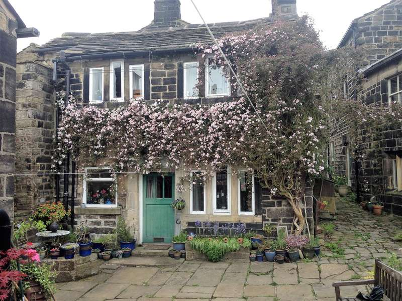 2 Bedrooms Link Detached House for sale in Swan Fold, Hebden Bridge, HX7