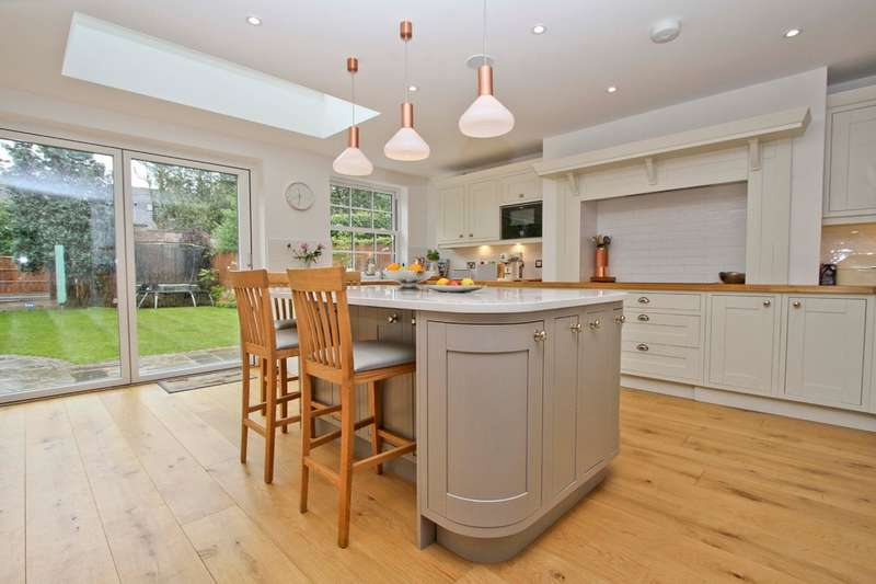 3 Bedrooms Semi Detached House for sale in Azalea Walk, Eastcote, Pinner