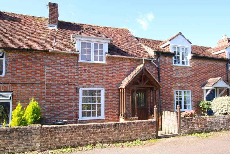 2 Bedrooms Cottage House for sale in Woodside Lane, Lymington, Hampshire