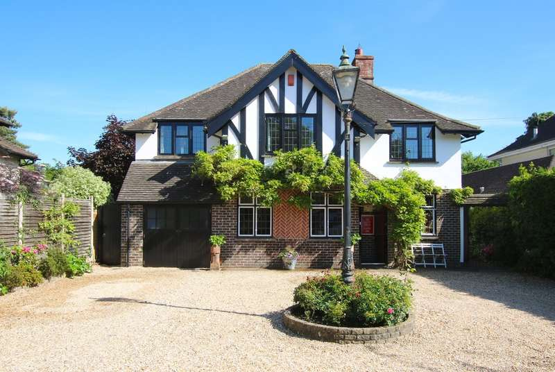 5 Bedrooms Detached House for sale in Milford Road, Lymington, Hampshire