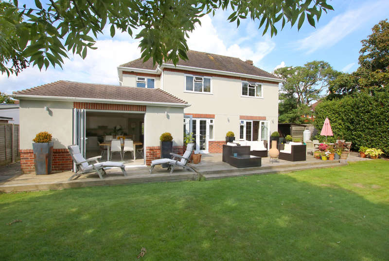 4 Bedrooms Detached House for sale in Shorefield Way, Milford on Sea, Lymington, Hampshire
