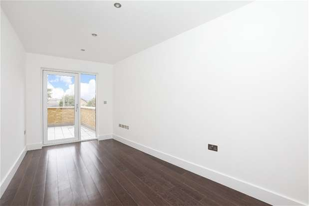 3 Bedrooms Flat for sale in Peckham High Street, Peckham