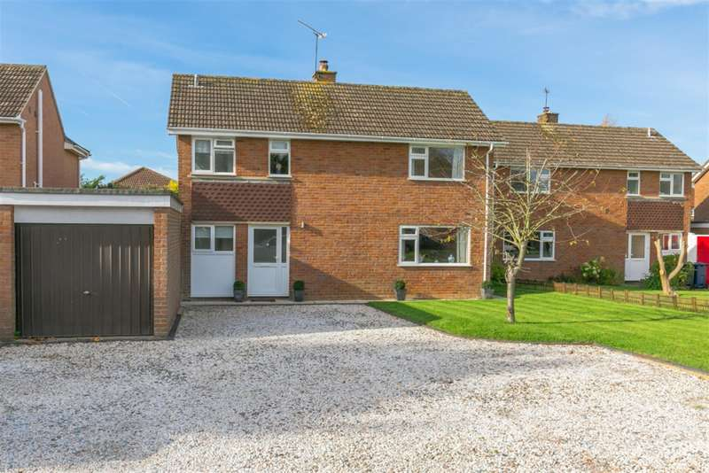 3 Bedrooms Detached House for sale in Canterbury Close, Amersham, Buckinghamshire, HP7 9HA