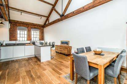 2 Bedrooms Flat for sale in Ellesmere Street, Castlefield, Manchester, Greater Manchester