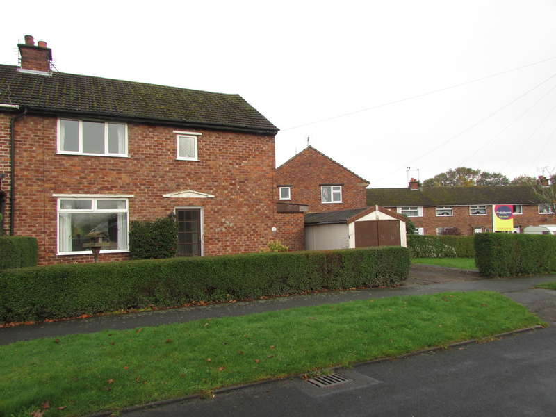 3 Bedrooms Semi Detached House for sale in Mere Crescent, Oakmere