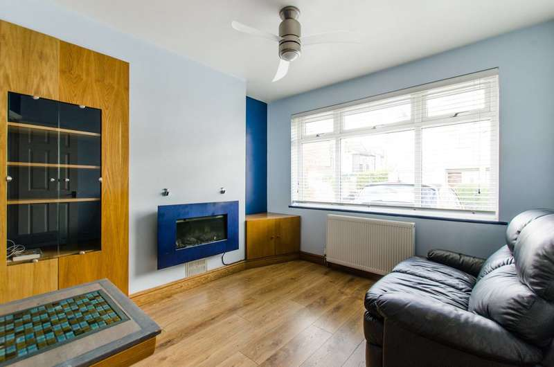 2 Bedrooms Flat for sale in Walnut Tree Avenue, Mitcham, CR4
